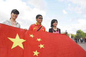 王丽萍、王镇的教练在现场助阵 都市时报记者 陈蔚