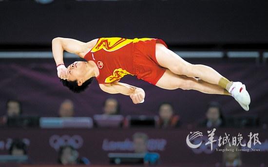 邹凯在男子自由体操决赛中新华社记者 程敏 摄