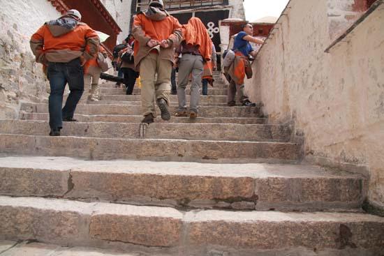 布达拉宫/要上布达拉宫,需付出艰辛的努力,很多层台阶考验着我们的体力