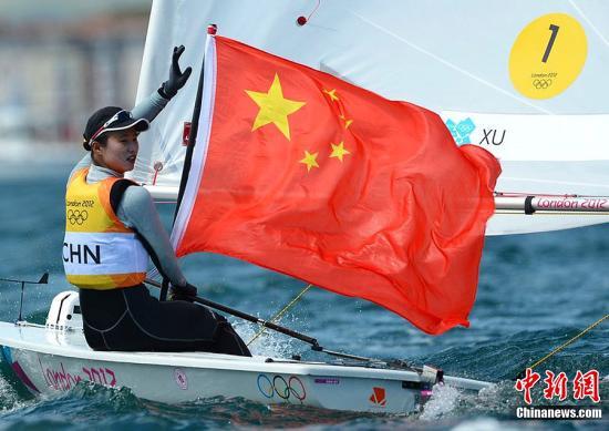 当地时间8月6日,2012伦敦奥运会帆船帆板女子激光雷迪尔级比赛中,中国选手徐莉佳获得金牌。东方IC 版权作品 请勿转载