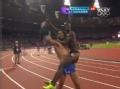 奥运视频-凯姆伯伊夺冠后 赛道秀舞蹈熊抱对手