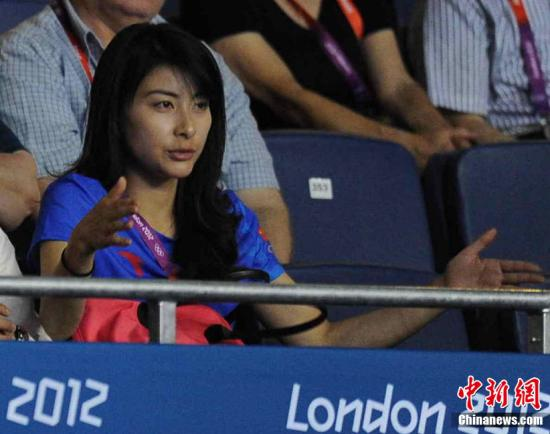 当地时间8月6日,2012年伦敦奥运会乒乓球男团半决赛,中国队对阵德国队,郭晶晶、霍启刚观战。Osport全体育图片社
