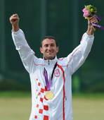 奥运图:男子飞碟双向小将加时险胜 高举双手