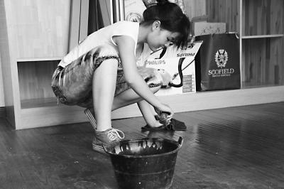 """yg on air 2016""""94后""""美女大学生暑期做家政单膝跪倒擦地板-搜狐新闻yg日本演唱会2016"""