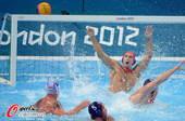 奥运图:美国水球不敌匈牙利 水花四溅