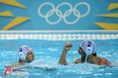 奥运图:美国水球不敌匈牙利 握拳庆祝
