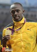 奥运图:博尔特获颁百米金牌 领奖