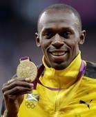 奥运图:博尔特获颁百米金牌 哂金牌