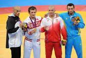 奥运图:男子摔跤84公斤 领奖台上
