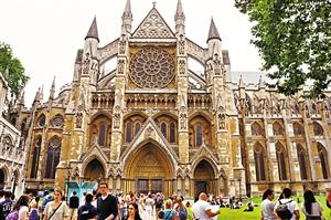 在伦敦西敏寺,奥运会期间游人如织,许多游客都慕名参观这座英国哥特式建筑的杰作。 深圳晚报特派伦敦小记者 蒋泽农 摄