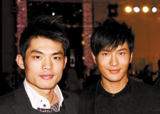 王菲(左)晒出与赵薇、林丹的合影