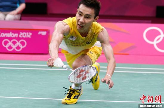 当地时间8月5日,2012年伦敦奥运羽毛球男子单打决赛,林丹苦战三局战胜李宗伟夺冠。图为李宗伟在比赛中。