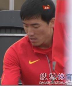 组图:刘翔出战110米栏预赛 低调热身