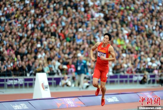 当地时间8月7日,伦敦奥运会男子110米栏预赛,刘翔意外摔倒无缘半决赛。记者 廖攀 摄