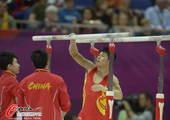 奥运图:男子体操双杠冯喆夺冠 张成龙准备