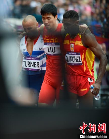 刘翔摔倒单脚跳完110米 飞人输了比赛赢得人生
