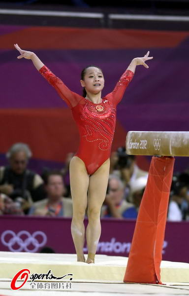 奥运图:女子平衡木邓琳琳夺金 完美落地