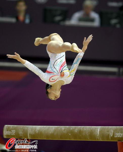 奥运图:女子平衡木邓琳琳夺金 高难度动作
