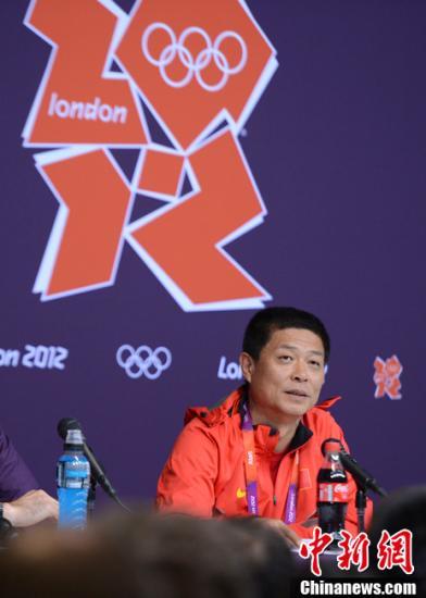 当地时间8月7日,中国田径队副领队冯树勇出席伦敦奥林匹克公园田径场中国田径队新闻发布会。记者 廖攀 摄