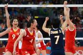 奥运图:日本女排险胜中国 中国队员庆祝得分