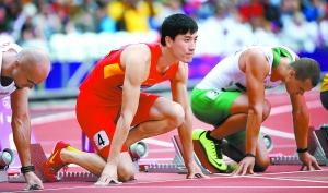8月7日刘翔中准备起跑。