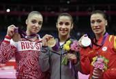 奥运图:自由体操莱斯曼夺冠 合影