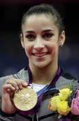 奥运图:自由体操莱斯曼夺冠 展示国旗
