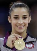 奥运图:自由体操莱斯曼夺冠 展示金牌