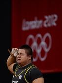 奥运图:举重男子105公斤以上级B组 敬军礼