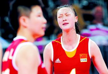 北京时间8月7日晚,中国队球员惠若琪右在比赛中表情沮丧。