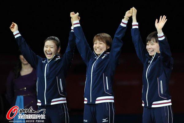 奥运图:中国女乒团体成功卫冕 日本女团获银牌