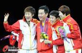 奥运图:中国女乒团体成功卫冕 四人开心
