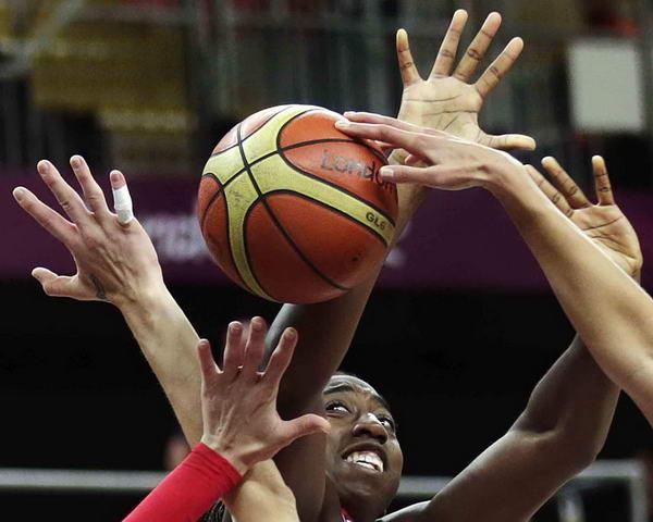 奥运图:俄罗斯女篮险胜土耳其 激烈争夺