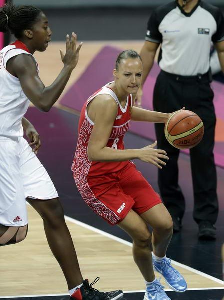 奥运图:俄罗斯女篮险胜土耳其 篮下单打