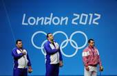 奥运图:男举105KG伊朗包揽金银 聆听国歌