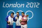 奥运图:男举105KG伊朗包揽金银 领奖台上