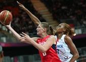 奥运图:女篮捷克迎战法国 准备上篮