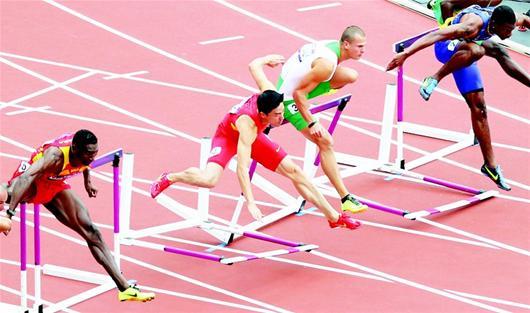楚天金报讯 四年前北京奥运会田径场上,刘翔伤退国人皆惊。四年后的伦敦,噩梦来了一次重演。只是,已经29岁的刘翔已基本不可能再重新回到自己的跑道