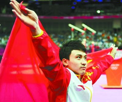 图为中国选手冯喆在夺得金牌后庆祝。新华社发