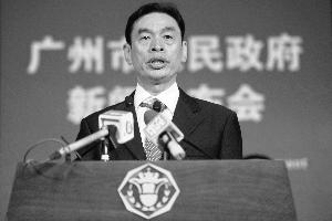 昨日,广州市住房保障办副主任易松翠在新闻发布会上。本版图片 信息时报记者 冯海泳 摄