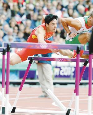 刘翔打栏瞬间。