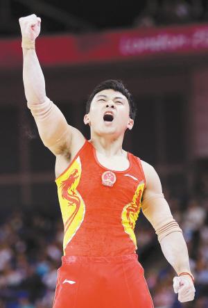 冯喆在双杠比赛中为中国代表团再添一金IC 图