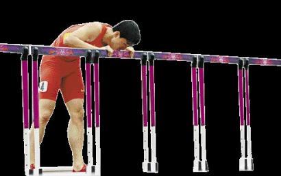 刘翔跑到了终点,仅仅用单脚