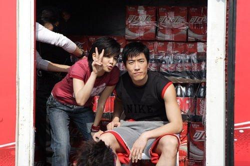 SHE陈嘉桦(左)与刘翔。