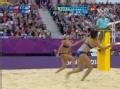 奥运视频-薛晨平抽后排空档球 女子沙排半决赛