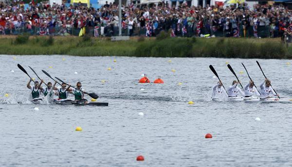 奥运图:女子四人皮艇匈牙利夺冠 观众众多