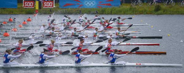 奥运图:女子四人皮艇匈牙利夺冠 起头并进