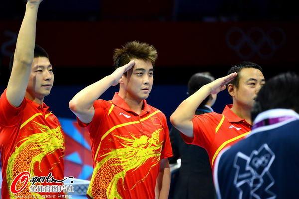 奥运图:中国王者之师横扫卫冕 敬军礼