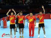 奥运图:中国王者之师横扫卫冕 开心庆祝