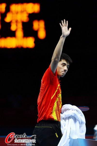 奥运图:中国王者之师横扫卫冕 向观众致意
